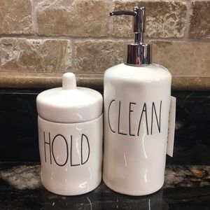 New Rae Dunn 2-Piece Bathroom Set- CLEAN  & HOLD